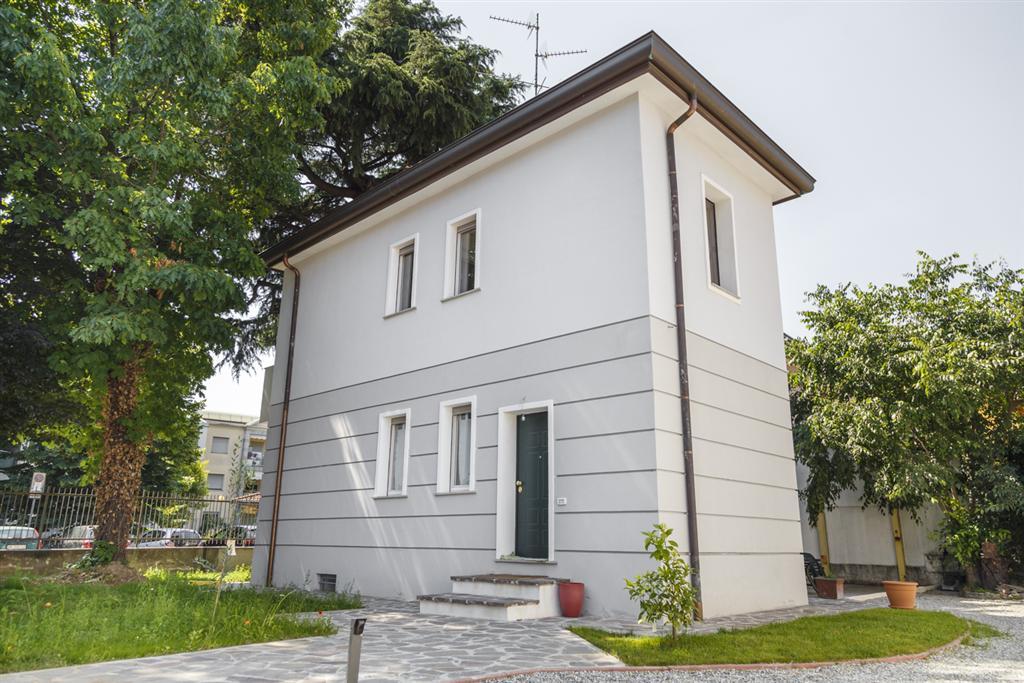 Cusano Milanino   Villa in Vendita in    lacasadimilano.it