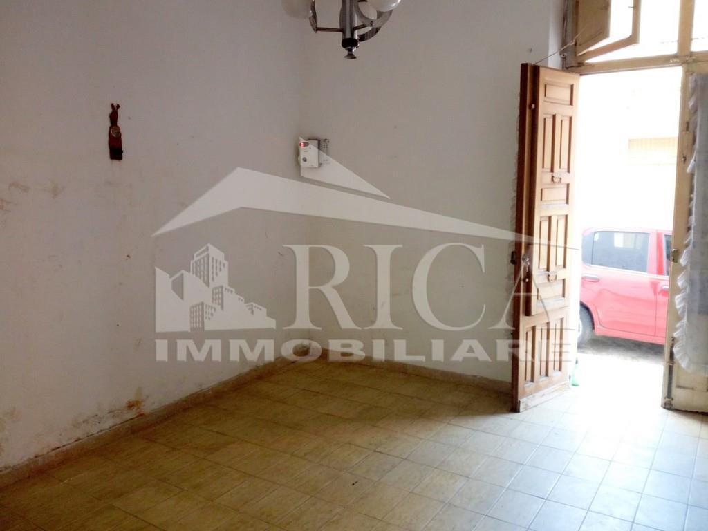 Casa indipendente con terrazzo in via commendatore navarra, Alcamo