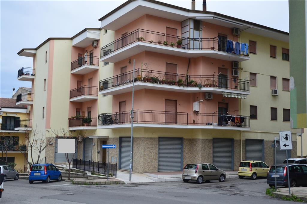 Locale commerciale in affitto a Rossano Rif. 9841131