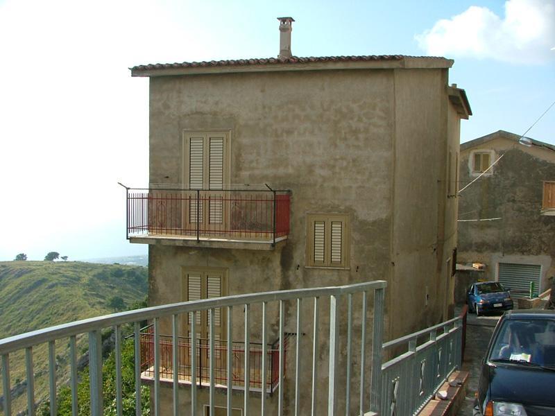 Casa indipendente con posto auto scoperto via santa caterina Grisolia