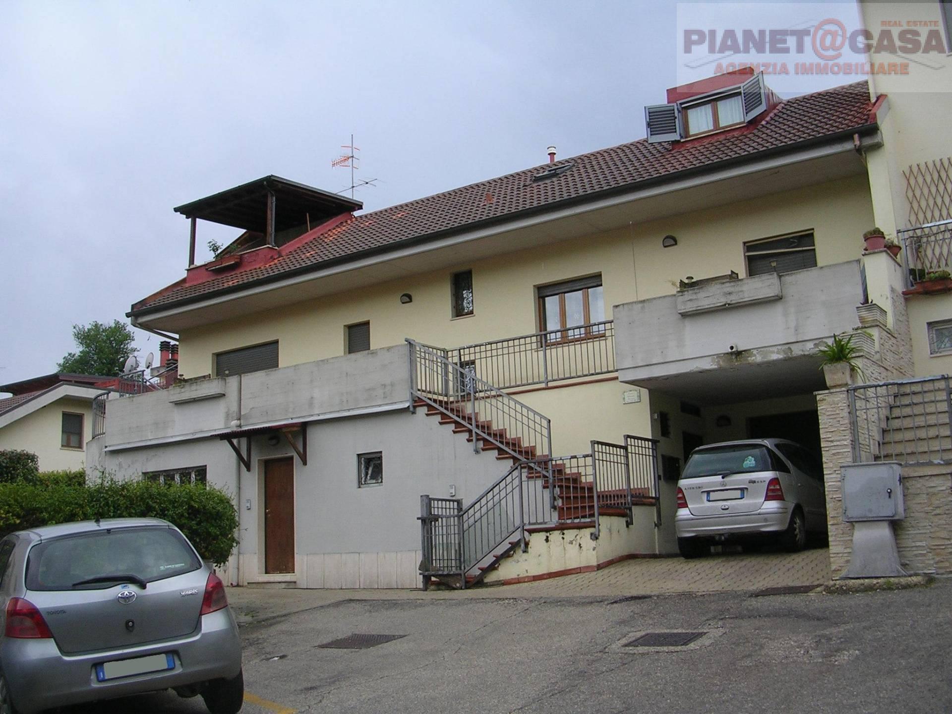 Villa con terrazzo, Ascoli Piceno monticelli