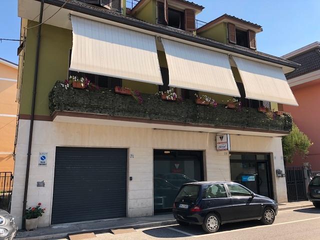 Locale commerciale in vendita, San Benedetto del Tronto zona ascolani