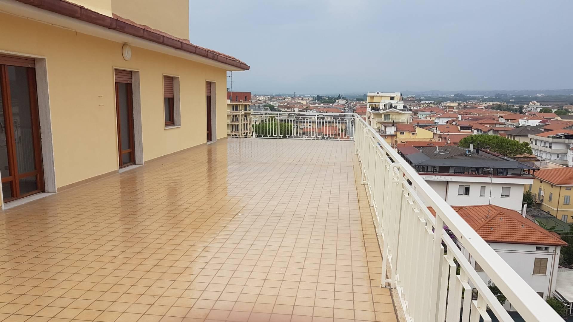 Attico con terrazzo, Alba Adriatica zona mare
