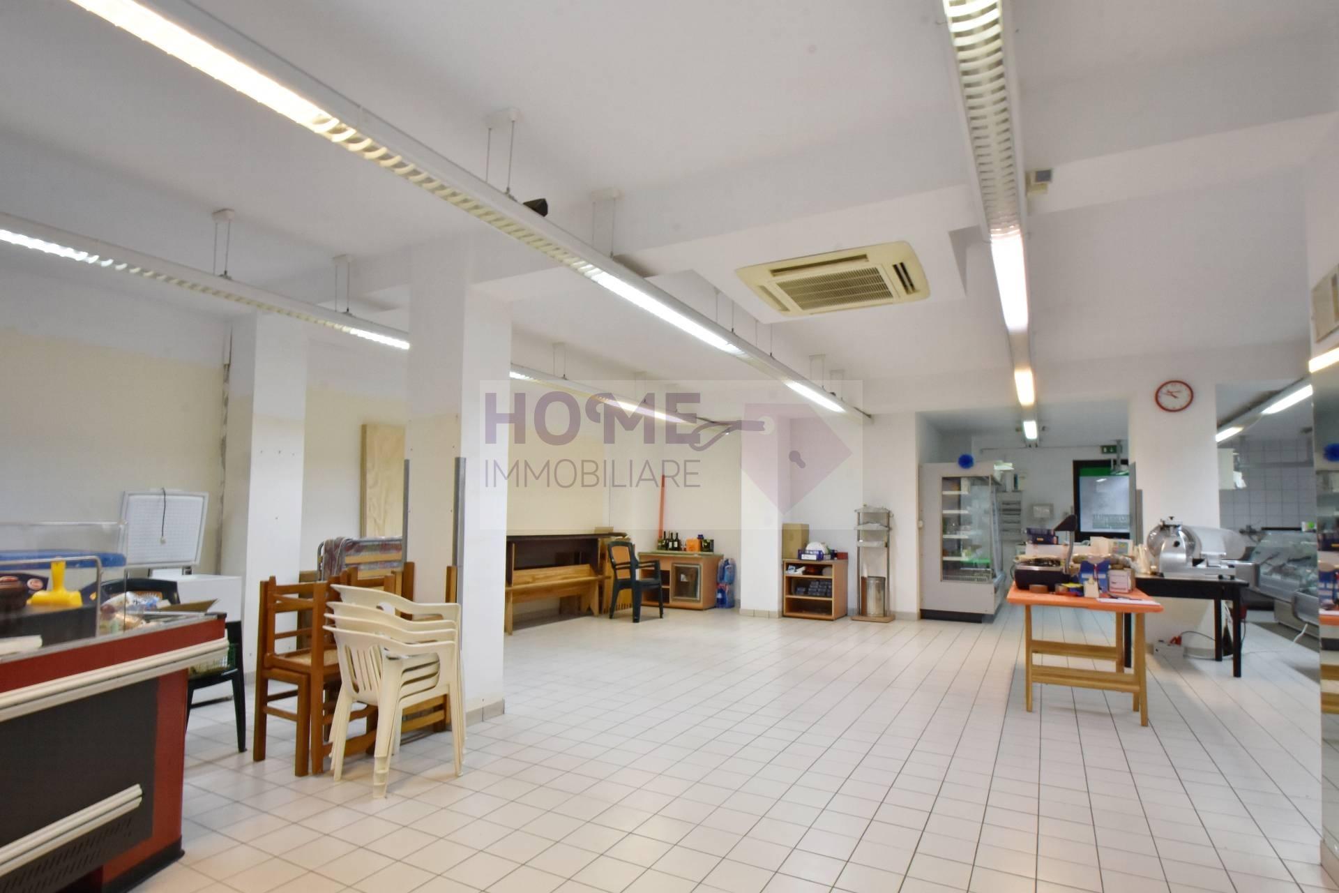 Locale commerciale in vendita, Montecassiano periferia Rif. 10346559